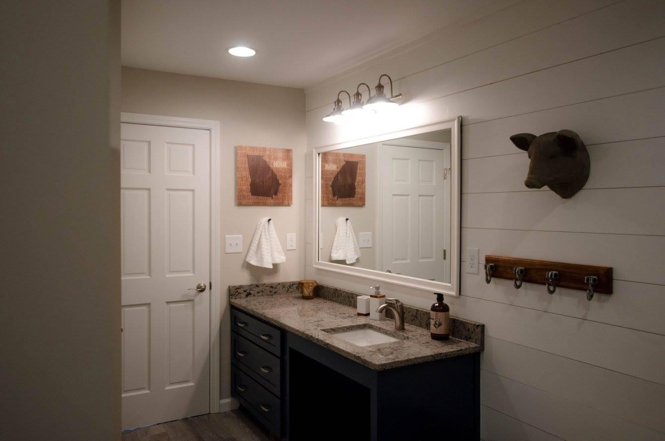 hawk bathroom3.jpg