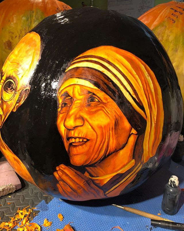 Mother Teresa/Gandhi carved pumpkin 🎃 . . . . . . #pumpkin #pumpkins #fall #halloween #carving #pumpkincarving #jackolantern #jackolanternspectacular #jackolanternspectacular2018 #rogerwilliamszoo #rogerwilliamszoojackolanternfest #motherteresa #gandhi  #ink #prismacolor #prismacolorgreyscale #prismacolormarkers #sharpie #sharpieart