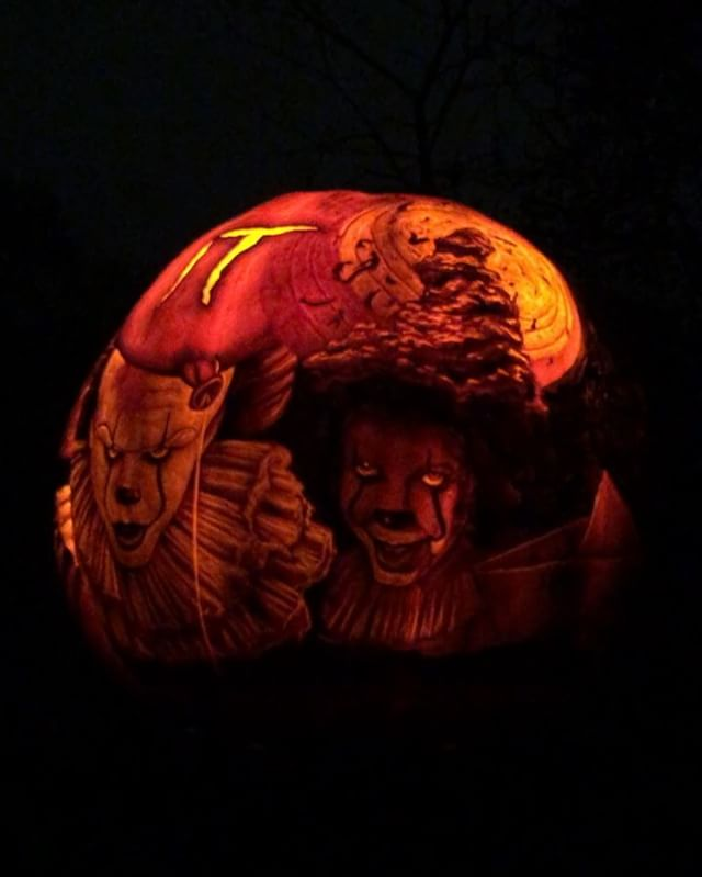 A few of them lit up! 🎃 . . . . . #pumpkins #jackolantern #jackolanternspectacular #stephenking #it #pennywise
