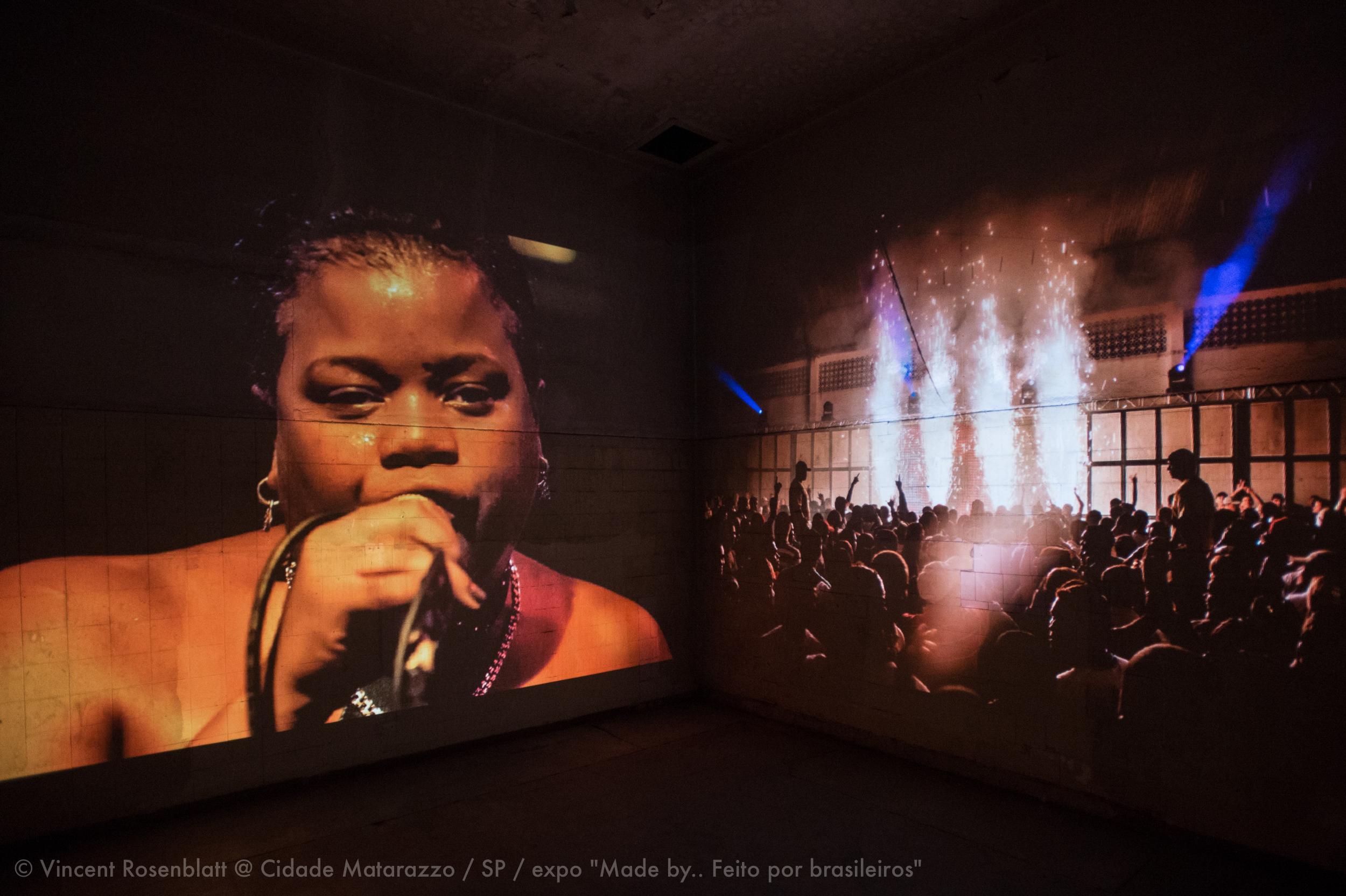 """Instalação multimidia / Rio Baile Funk / © Vincent Rosenblatt / Expo """"Made By.. Feito por  Brasileiros"""" Curadoria Marc Pottier na Cidade Matarazzo, São Paulo, 2014."""