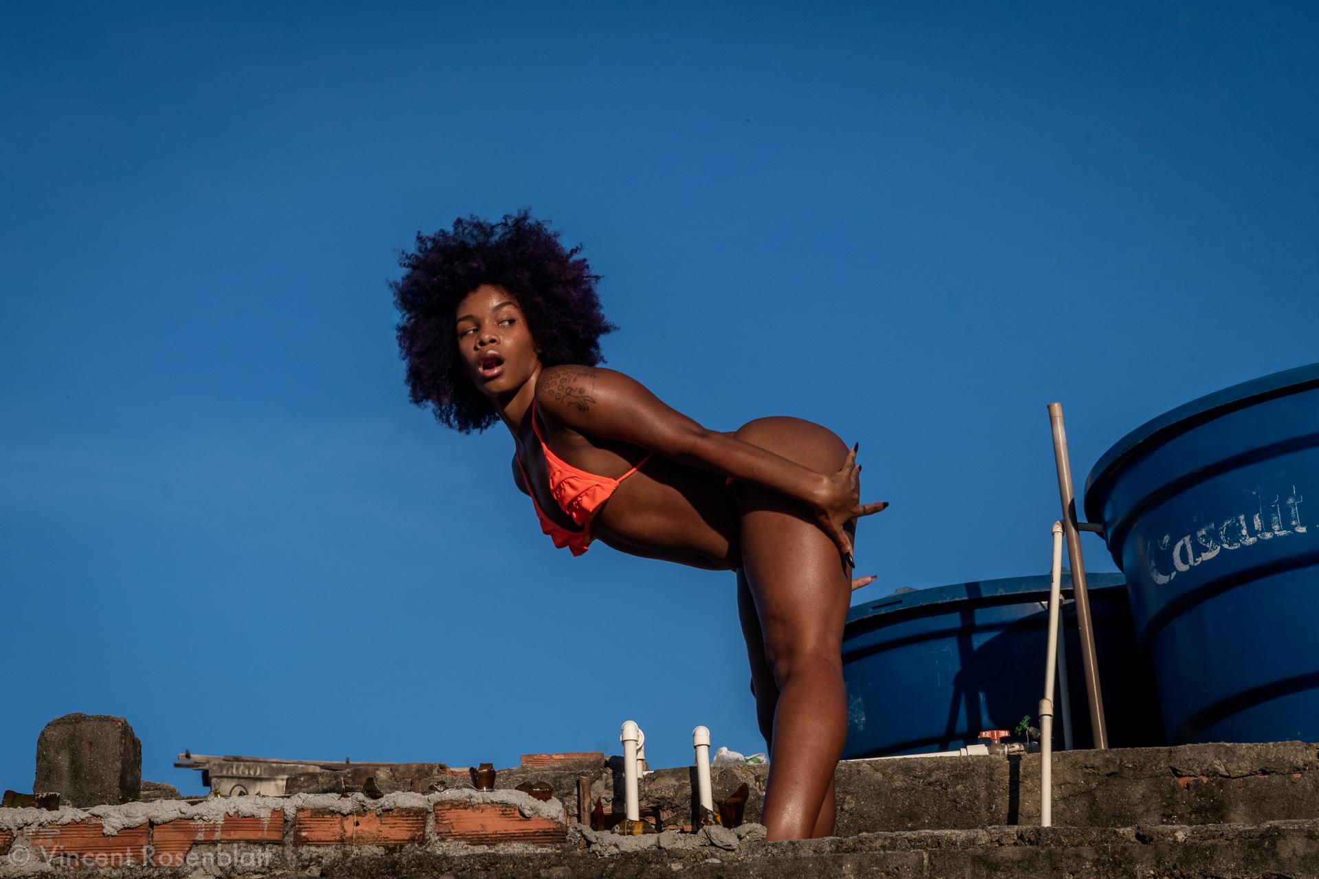 Grelinho de Diamante - dancer @he.lle _ - videomusic recorded in Vila Cruzeiro, Complexo da Penha, Rio de Janeiro