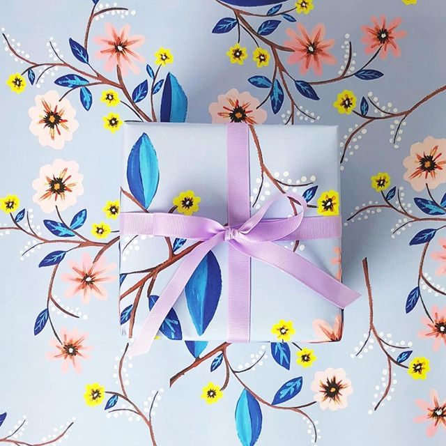 Wrapping paper to make any gift extra beautiful... 🎁 #wrappingpaper #florals #gift ------------ . . . #paigeandwillow #stationery #madeincanada #madewithlove #love #pretty #fun #buylocal #canada #montreal #mtl