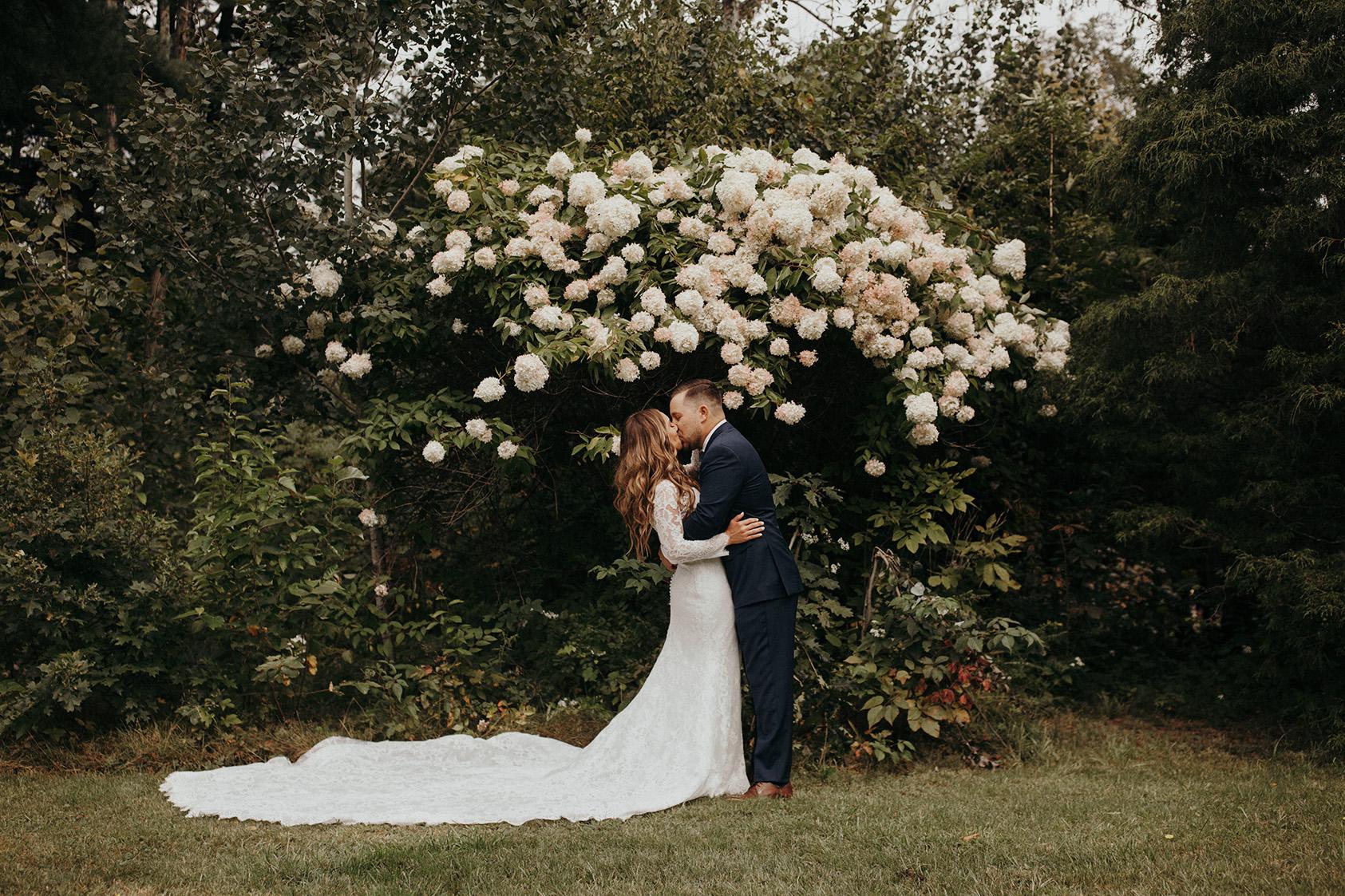 Katelyn and Devin Gambler kissing
