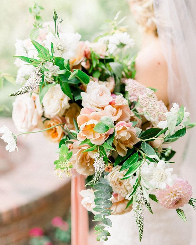 An oldie but a goodie.  Itching to make some bouquets but it's a slow summer over here! If you're looking to work with me for 2020, get in my inbox! I'd love to hear from alla you brides soon! #wildmusefloral
