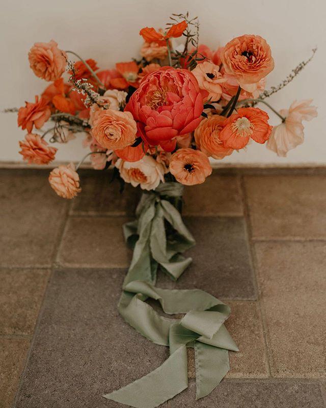 I just wish I could make bouquets all day, everyday. #wildmusefloral  Photo: @alyssamarieephoto  Venue: @old_polo_estate  Ribbon: @heyitsohsopretty