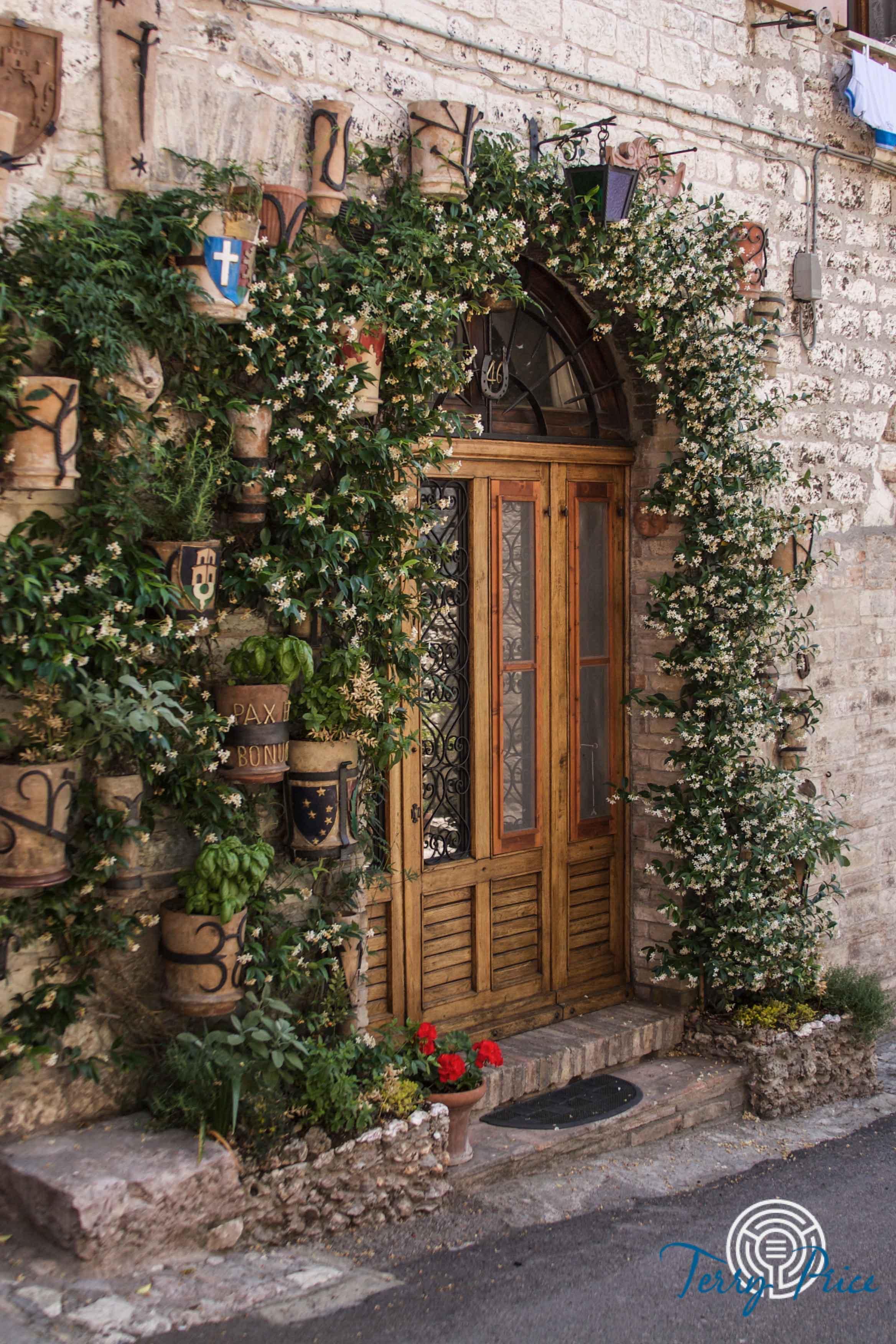 Doorway in Assisi  1362.jpg