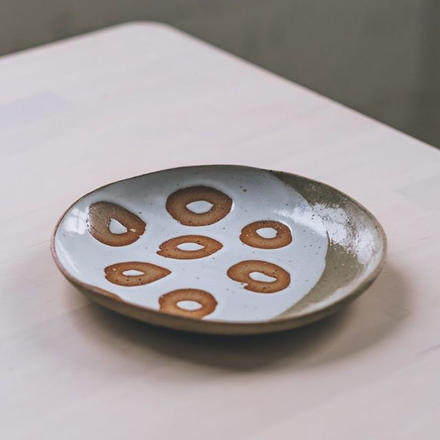 Plate from @705xclayxnail 🙏🙏❤️ Photo @arturrummel  #ceramicplate #instaceramics