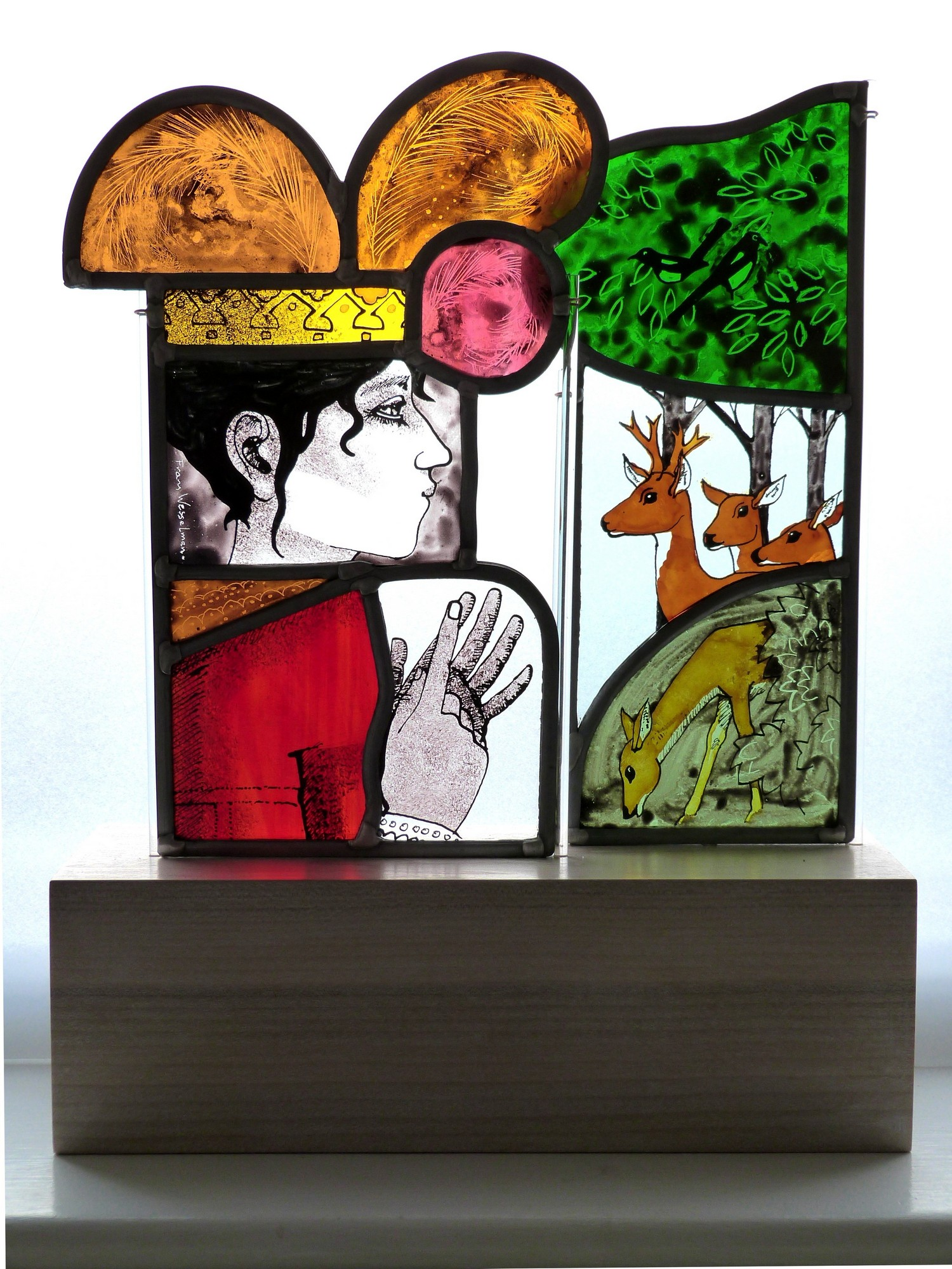 Queen counting her deer, stained glass panels on plinth, 37x26x9.5 cm..JPG
