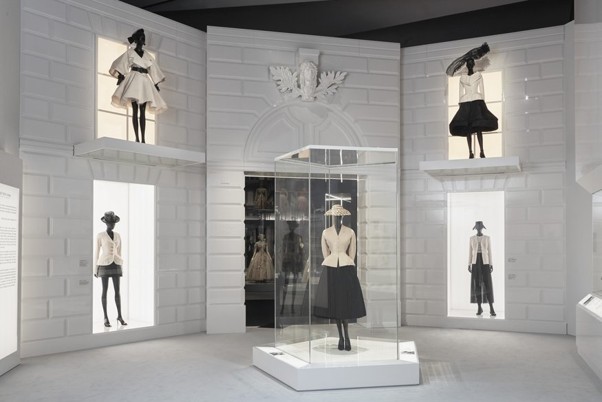 v_a_christian_dior_designer_of_dreams_exhibition_the_new_look_section_-c-_adrien_dirand_-20.jpg