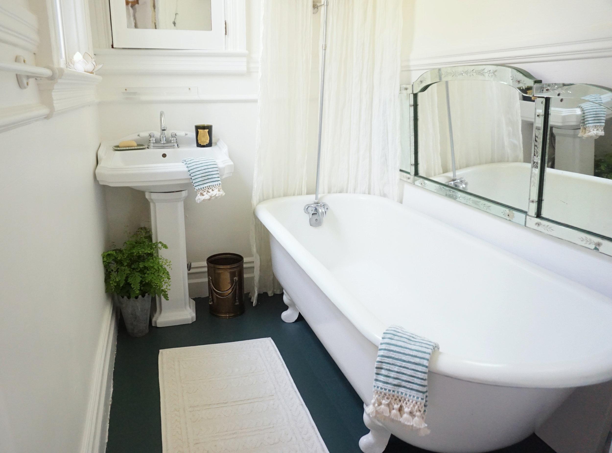Studio AKJ Bathroom 1