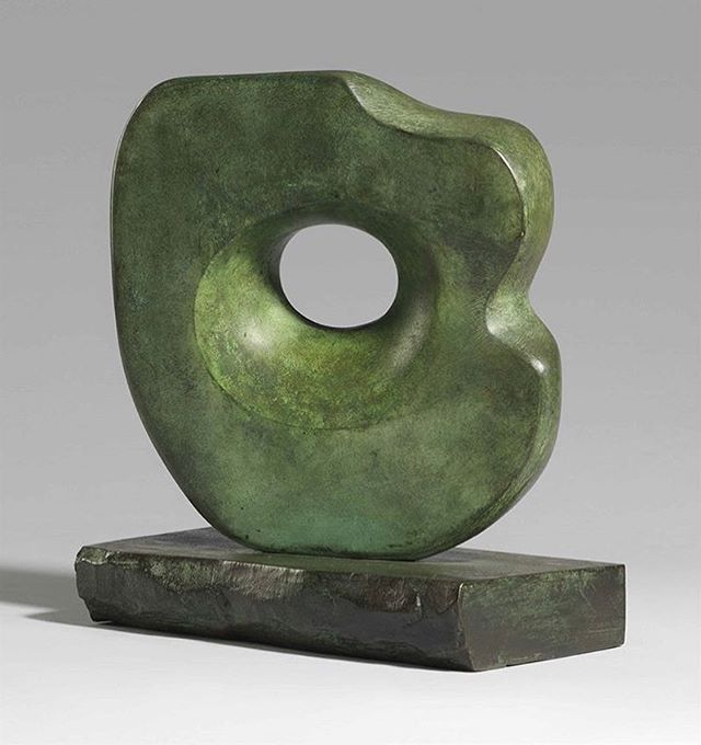 The primordial, organic beauty of Barbara Hepworth ✨ . Collect what speaks to you. Find art that strikes a chord, makes you vibrate on a cellular level, and it will greet you with that energy each day. . Via @collectedconfessions . . . . . #livingwithart #artcollection #art #artadvisor #artfulliving #barbarahepworth #bronze #sculpture #modernart #abstractart #interiordesign #interiors #design #artcollector #artcollecting #classicstyle #sochic #artoninstagram #luxuryinteriors #luxuryhomes #womenartists #livingwithart #design #creativeinspiration