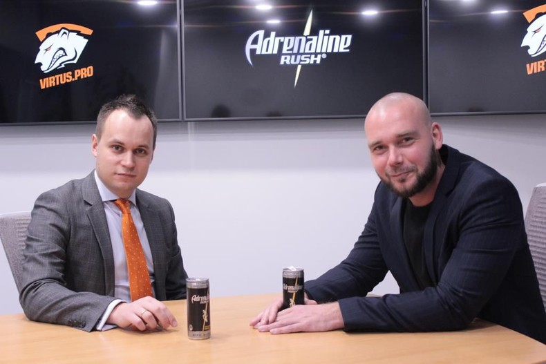 Roman Dvoryankin (GM, Virtus.pro) and Anatoly Gordeev (Pepsi, Director of Marketing: Energy Drinks) (Photo: Virtus.pro)