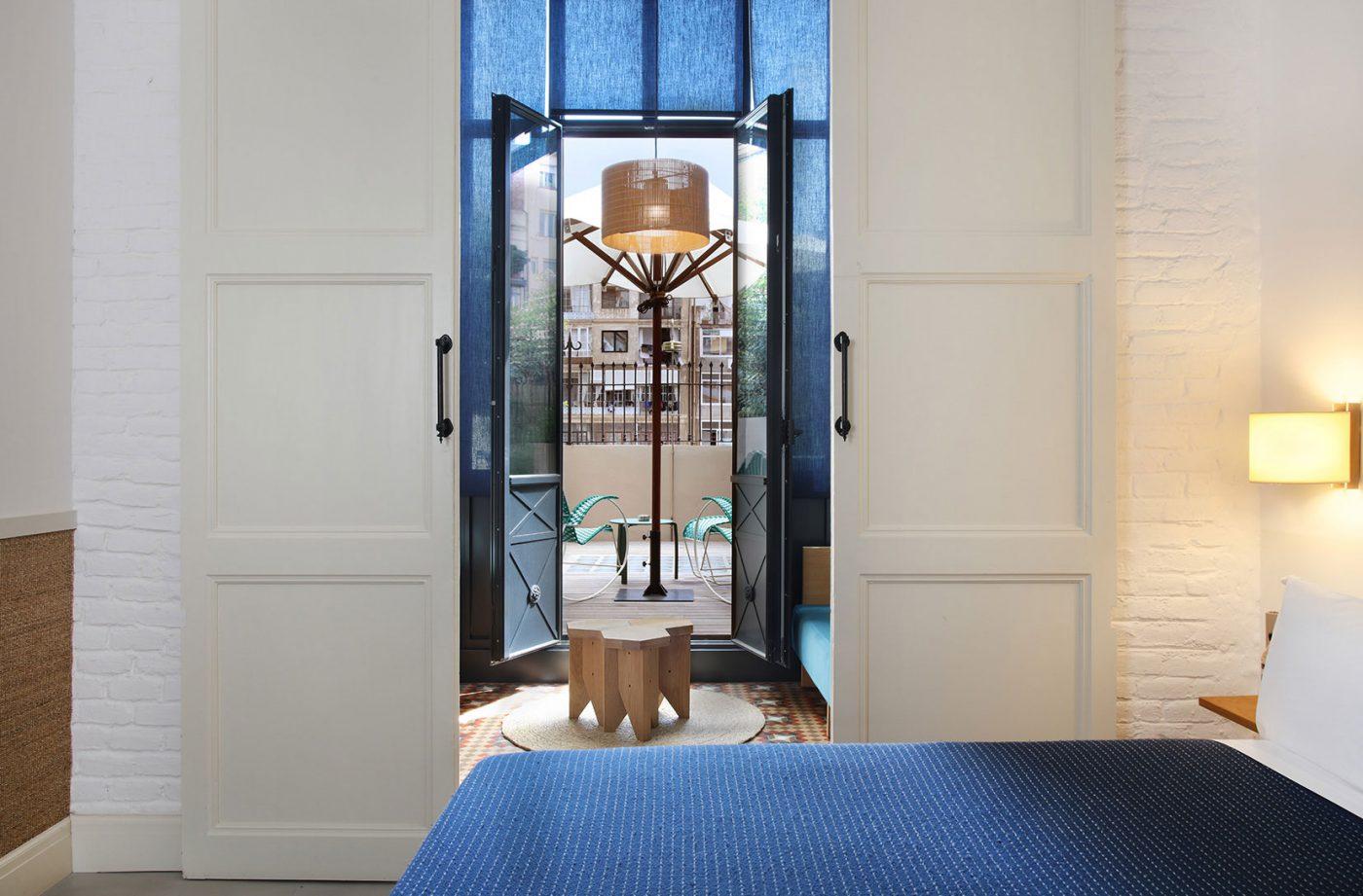 casa-bonay-barcelona-design-hotel-courtyard-large-terrace-02-1400x921.jpg