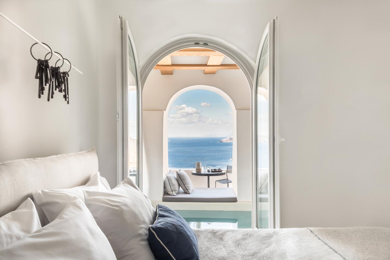 Porto-Fira-Suites-Hotel-in-Santorini-by-Interior-Design-Laboratorium-Yellowtrace-05.jpg