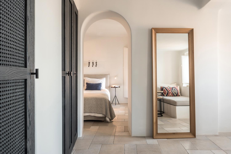 Porto-Fira-Suites-Hotel-in-Santorini-by-Interior-Design-Laboratorium-Yellowtrace-04.jpg