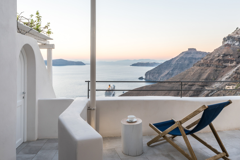 Porto-Fira-Suites-Hotel-in-Santorini-by-Interior-Design-Laboratorium-Yellowtrace-08.jpg