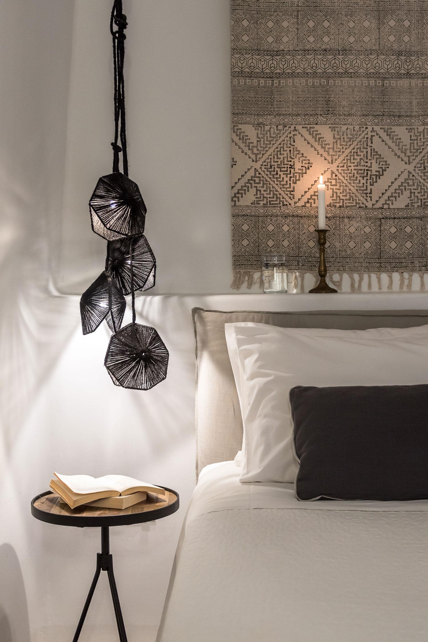 Porto-Fira-Suites-Hotel-in-Santorini-by-Interior-Design-Laboratorium-Yellowtrace-11.jpg