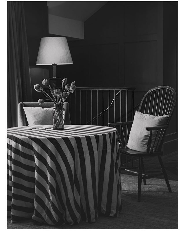 There is always beautiful light at Heckfield, any time I visit whatever time of day. Please look at my stories for some other shots I enjoyed taking there over the last few months. Can't wait to visit again this weekend. — — #cntraveller #cerealmag #flashesofdelight #blackandwhitephotography #gameoftones #chasinglight #elledecor #postitfortheaesthetic #igersuk #instagood #guardiantravelsnaps #phaidonsnaps #suitcasetravels #aquietstyle #justgoshoot #explore #darlingescapes #travelphotography