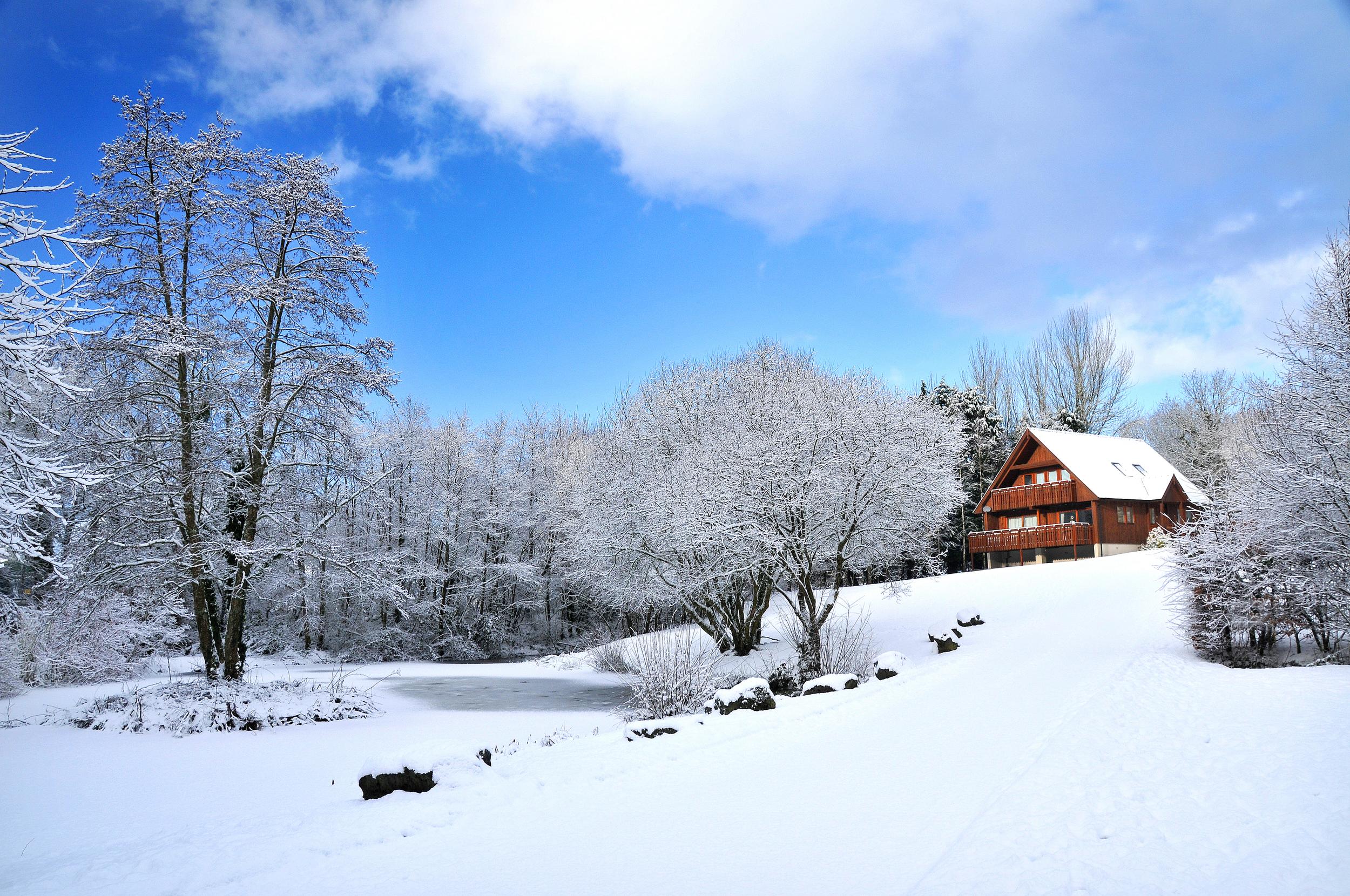 Snow and the house1.jpg