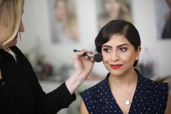 learn how to apply everyday makeup