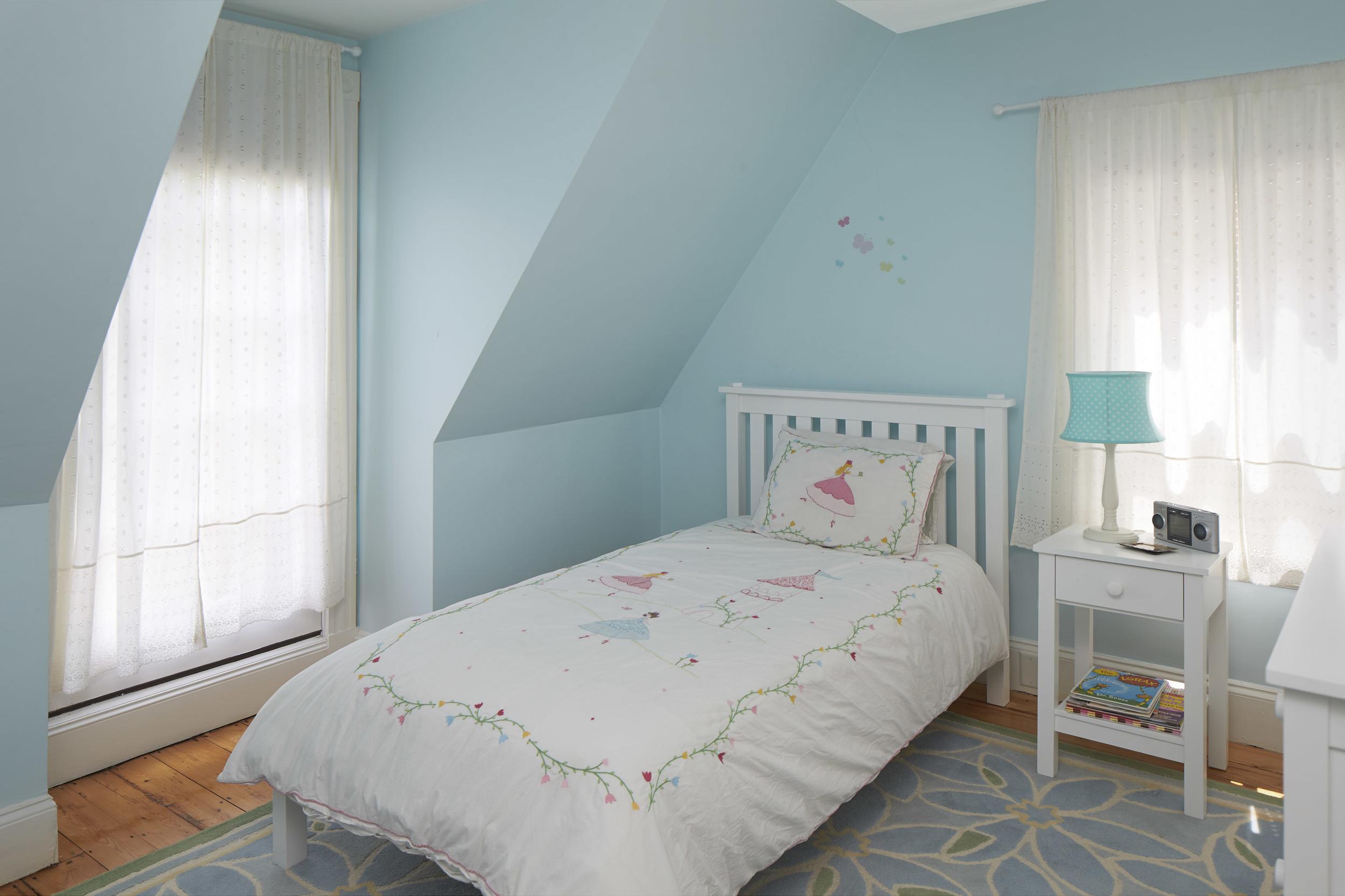 40_highland_ave_bedroom2.jpg