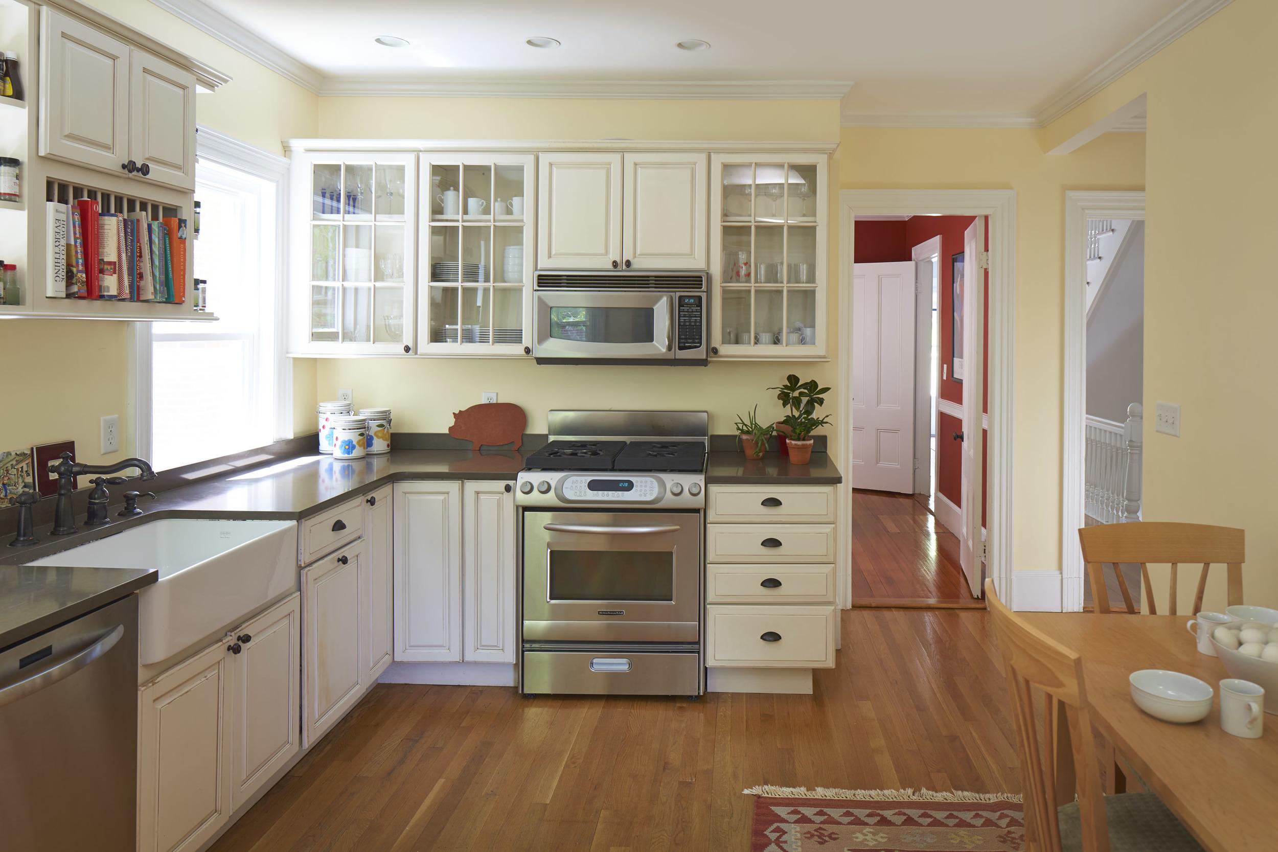 40_highland_ave_kitchen1.jpg