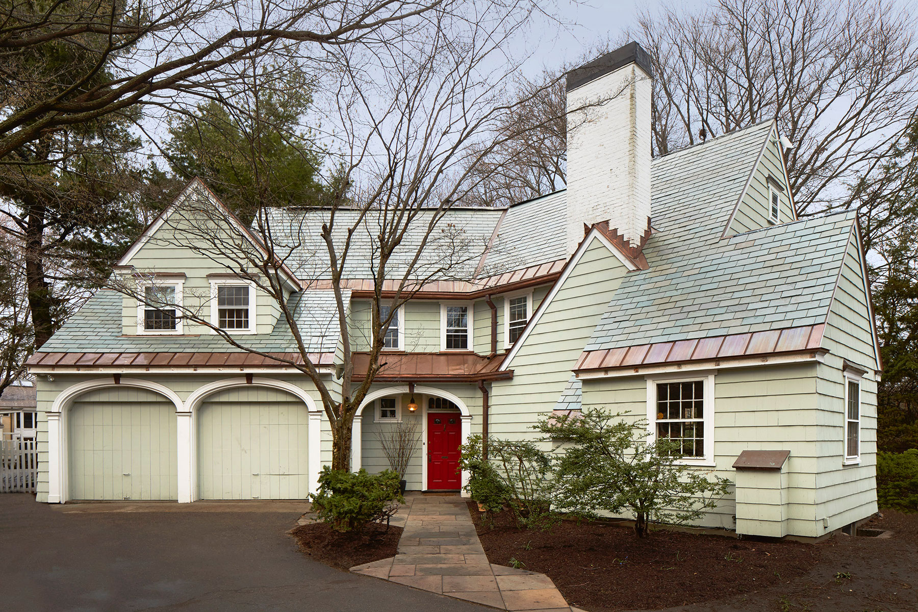 1---127_coolidge_hill_exterior-front.jpg