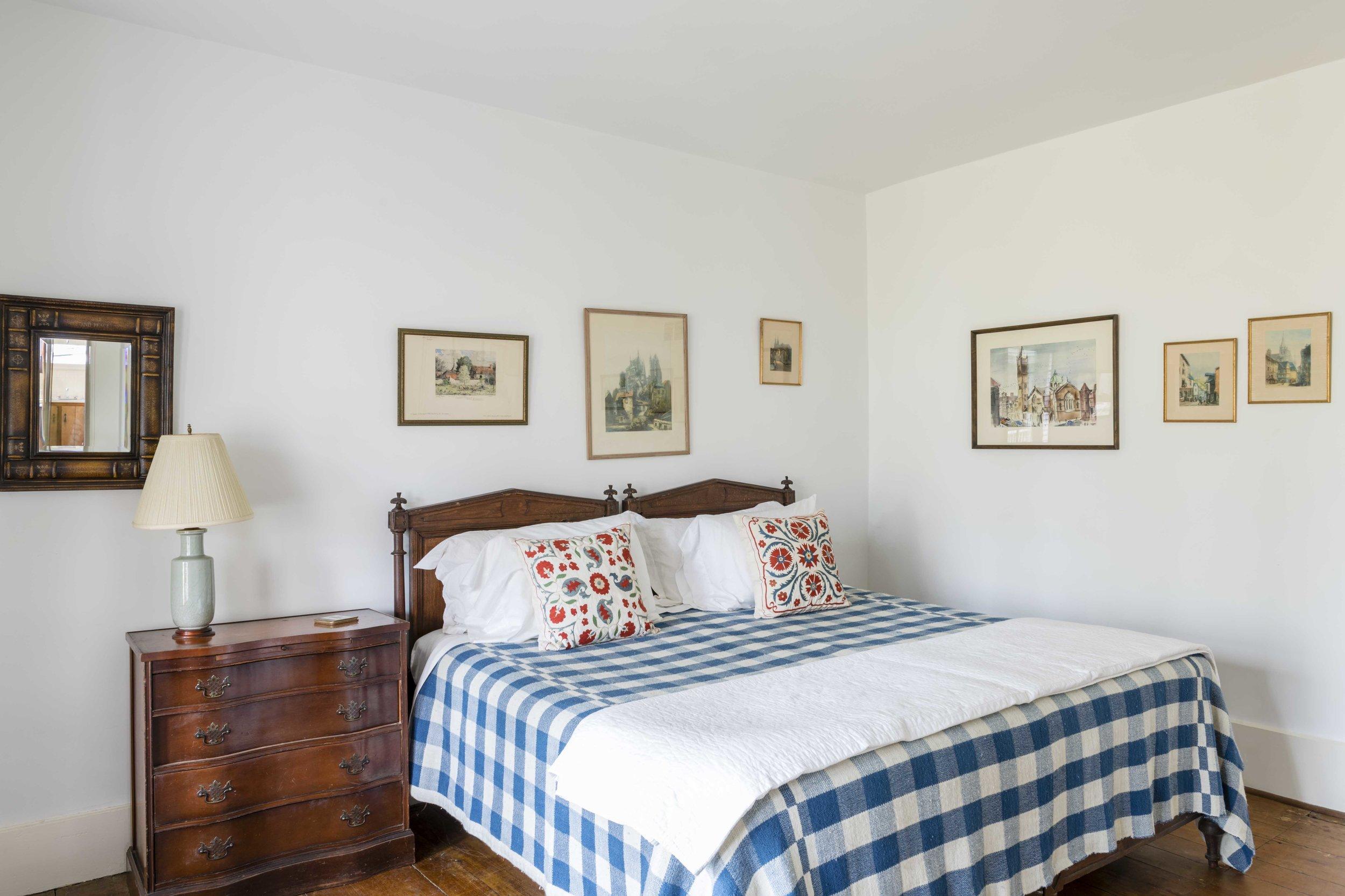 Bedroom Basement.jpg