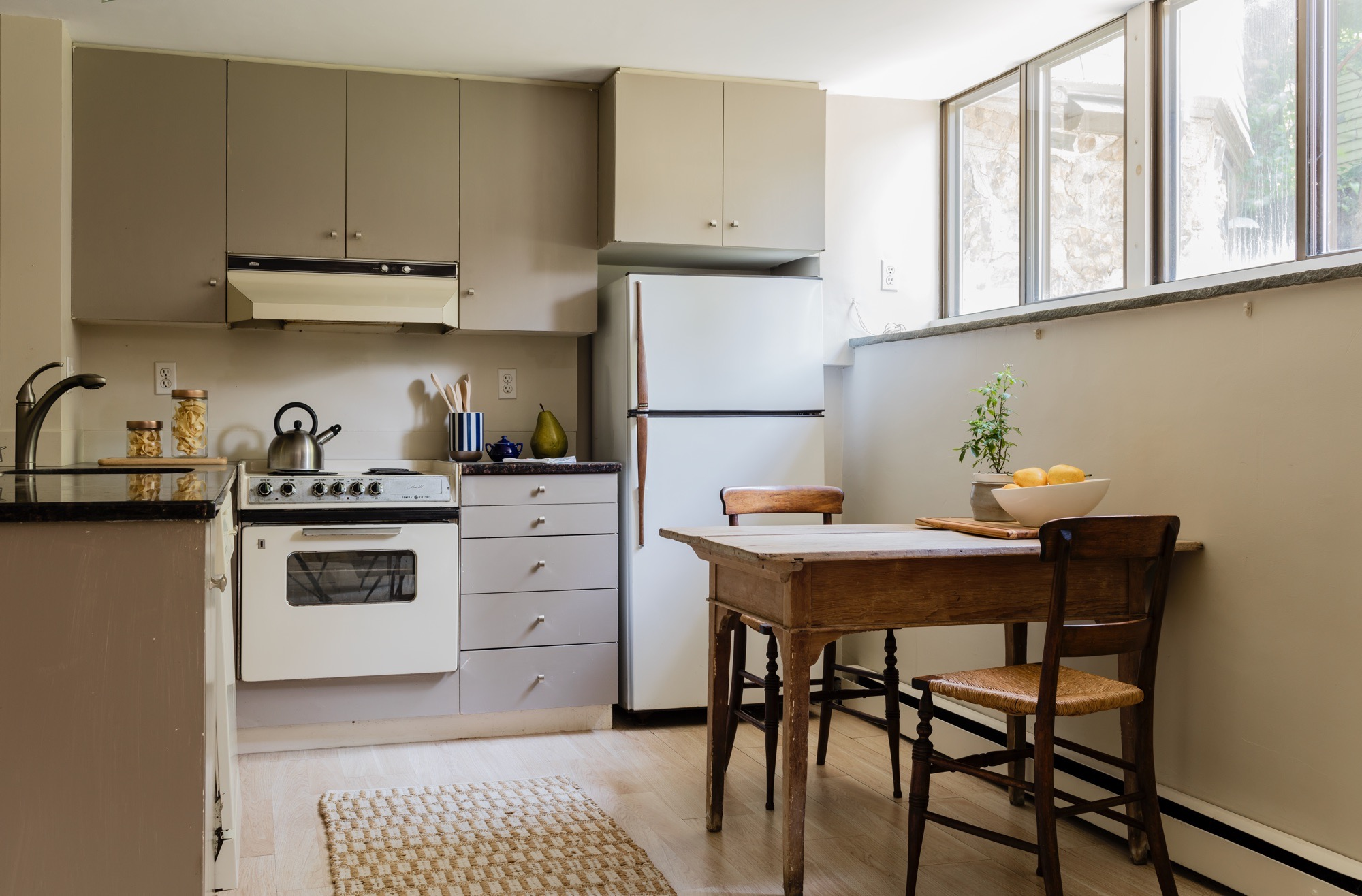 44AH apartment kitchen.jpg