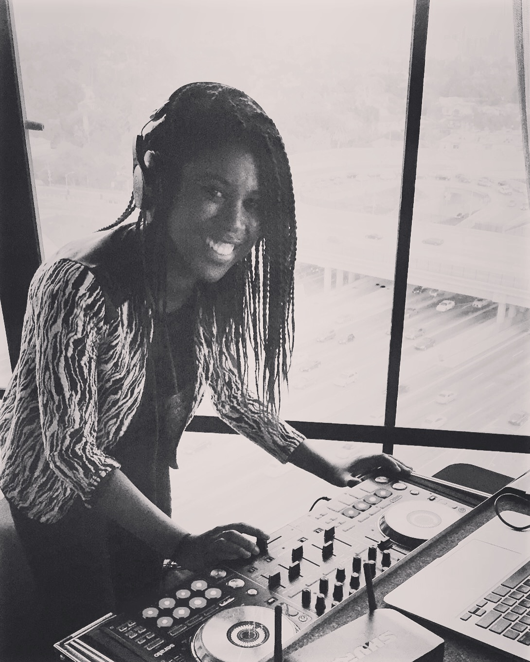 Corporate Event Dj Los Angeles Female DJ