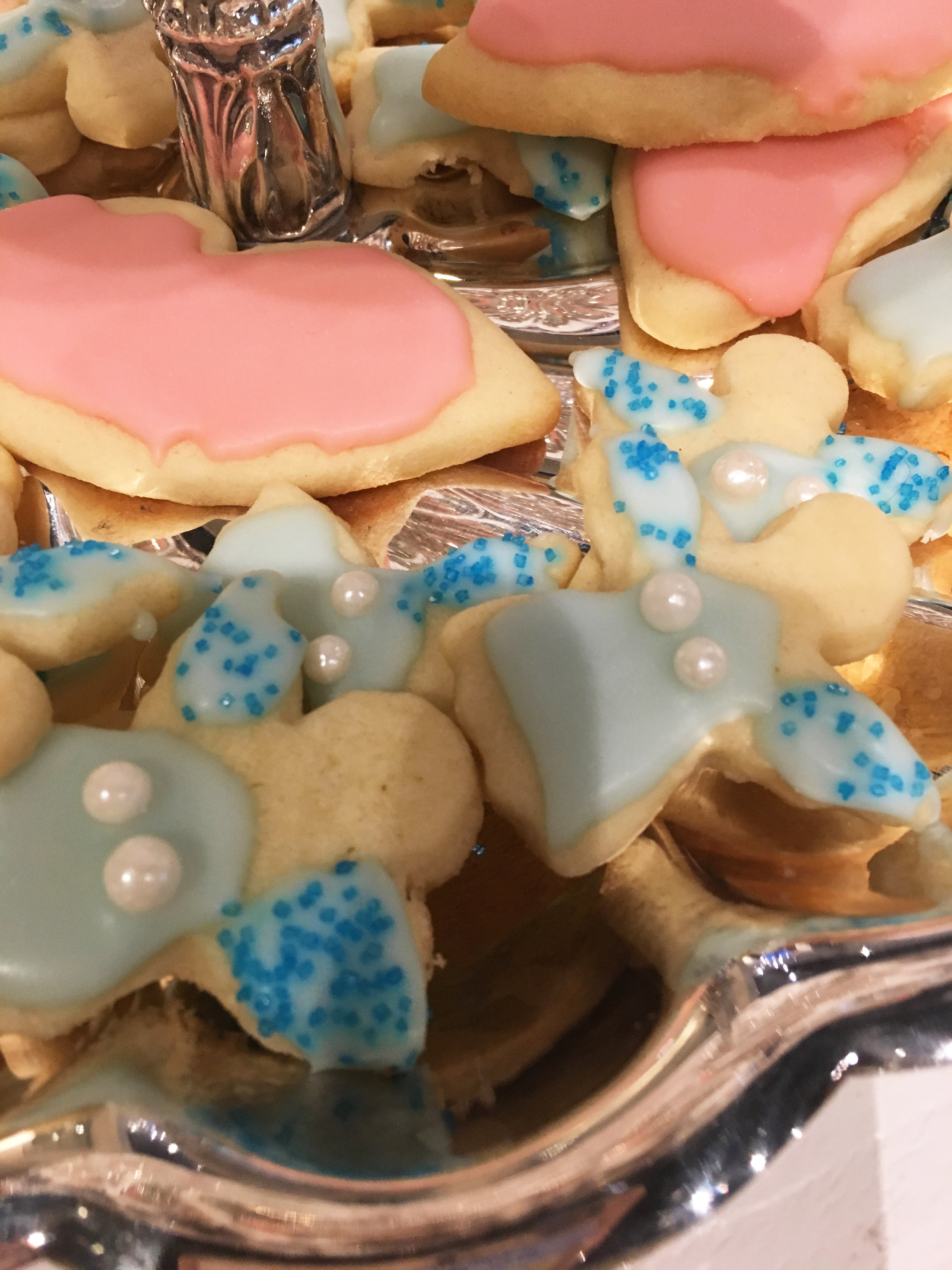 Babs' beautiful Christmas cookies. They are delicious, I've tried them myself, and are easy to make!