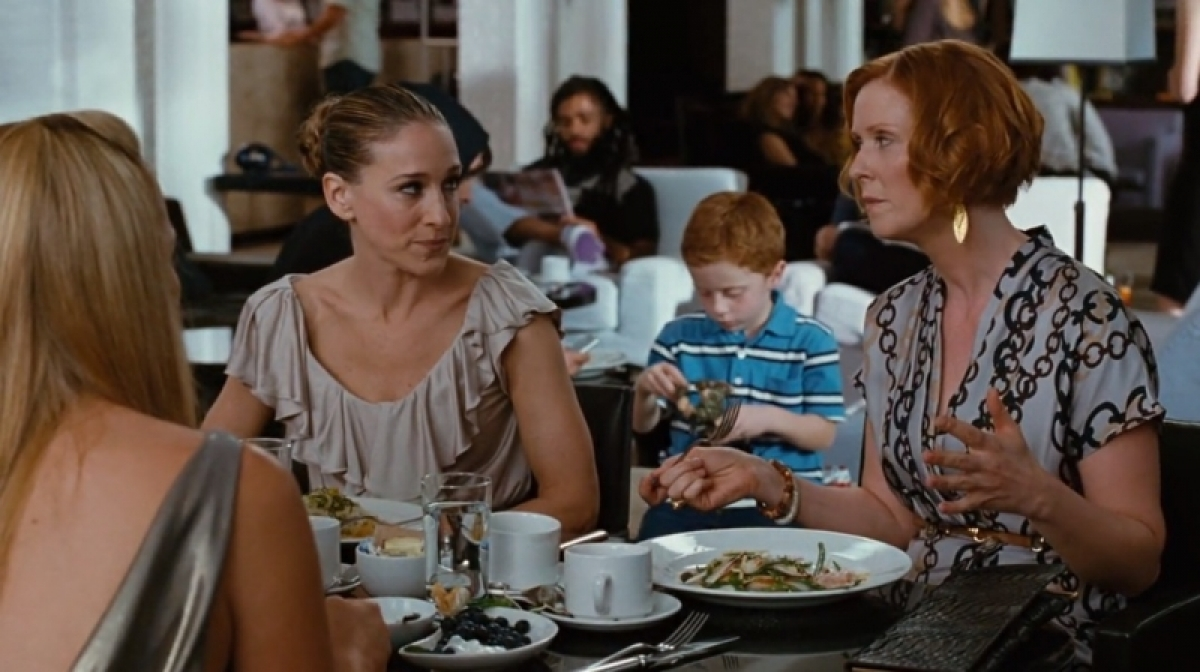 The ladies from  Sex and the City  (2008) at Mercer Kitchen. Image via MovieTrip.