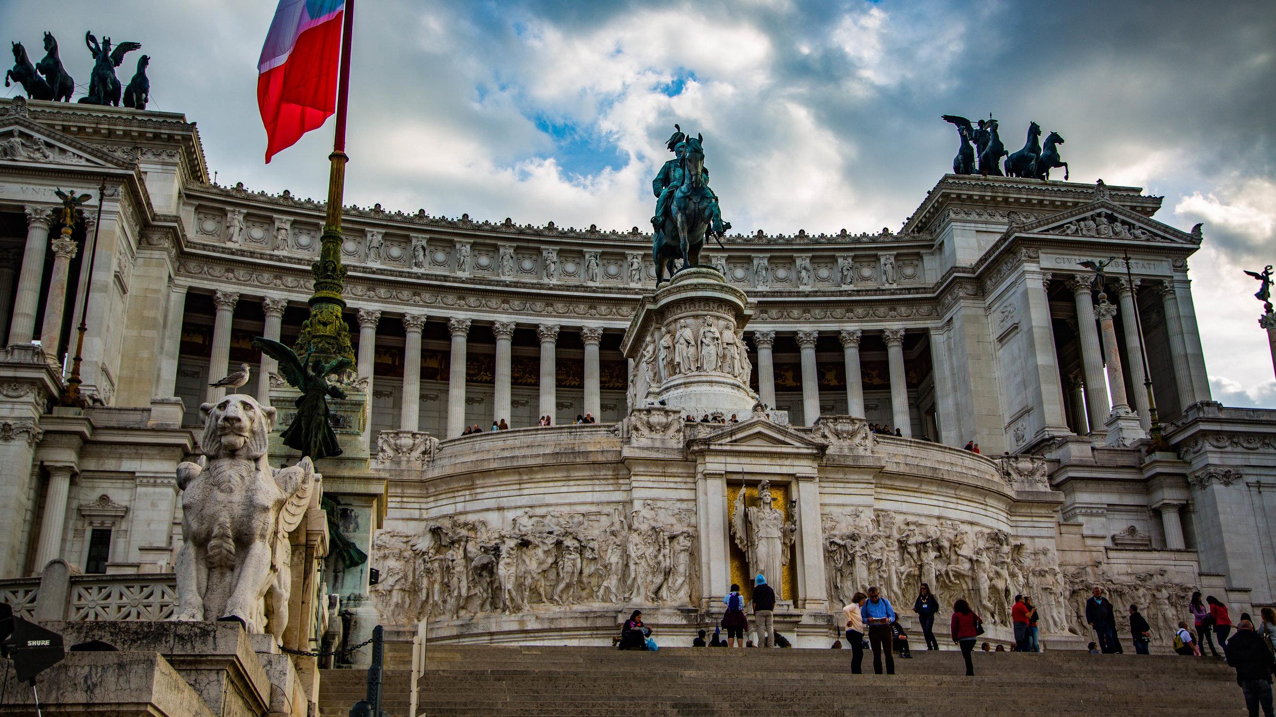 Piazza Venzia 2.jpg
