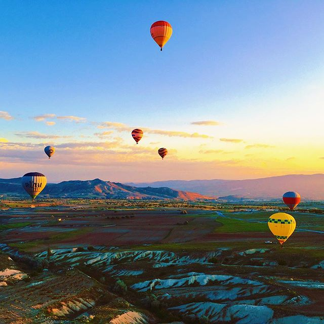 I'm not a morning person. If I'm going to get up at 5 a.m., it has to be for nothing short of an amazing experience.😴 Riding in a hot air balloon over Cappadocia, Turkey, at dawn was worth every moment of lost sleep. Seeing the rocky moonscape smoothly float by in epic panorama was the stuff of dreams.🤩 Better than fantasy, though, as it ended with champagne in a farmer's field. If that's not a reason for an early wake-up call, I'm not sure what is.🥂 . . . . . . . . . . . . . . . . . #travelwriter #turkey #cappadocia #hotairballoon #dreamscape #dreamawake #morningperson #travel #capadocia #goreme #wanderlust #lifeofadventure #worthit #mondaymotivation #travelingourplanet #lonelyplanet #hello_worldpics #livingdestinations #traveldreamseekers #getlostnow #wanderlust_tribe #bucketlisttravel #hotairballoons #ballooning