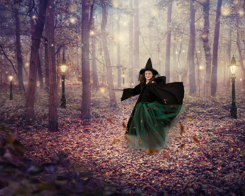 2019-07-10 Evie HP + Witch-8510-WebsiteRes.jpg