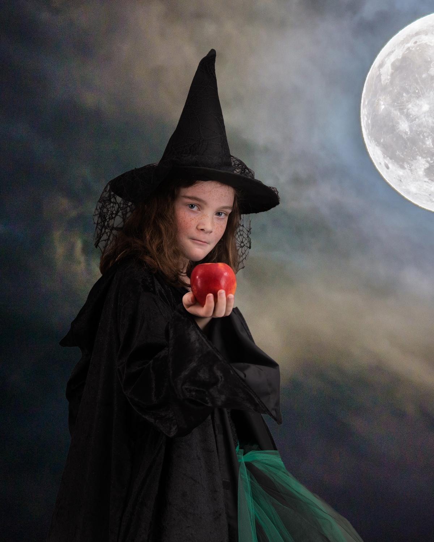 2019-07-10 Evie HP + Witch-8514-WebsiteRes.jpg