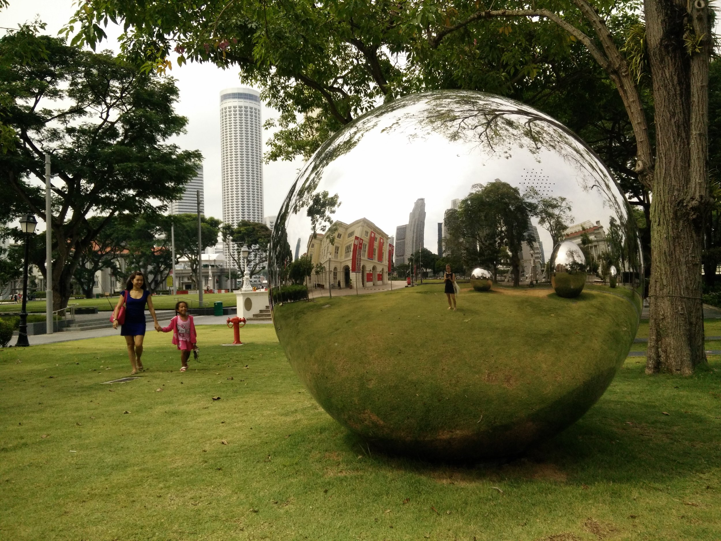 A gorgeus new work, 24 hours in Singapore by Baet Yeok Kuan consists of five huge metal spheres with integrated sounds of ordinary everyday life in the city, a time capsule of sorts