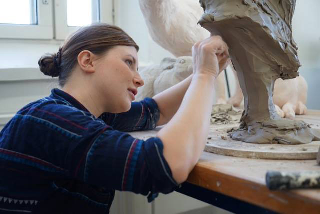 Mattila tunnetaan erityisesti keramiikan osaamisestaan, johon hän on hankkinut syvyyttämm. opiskelemalla Yhdysvalloissa