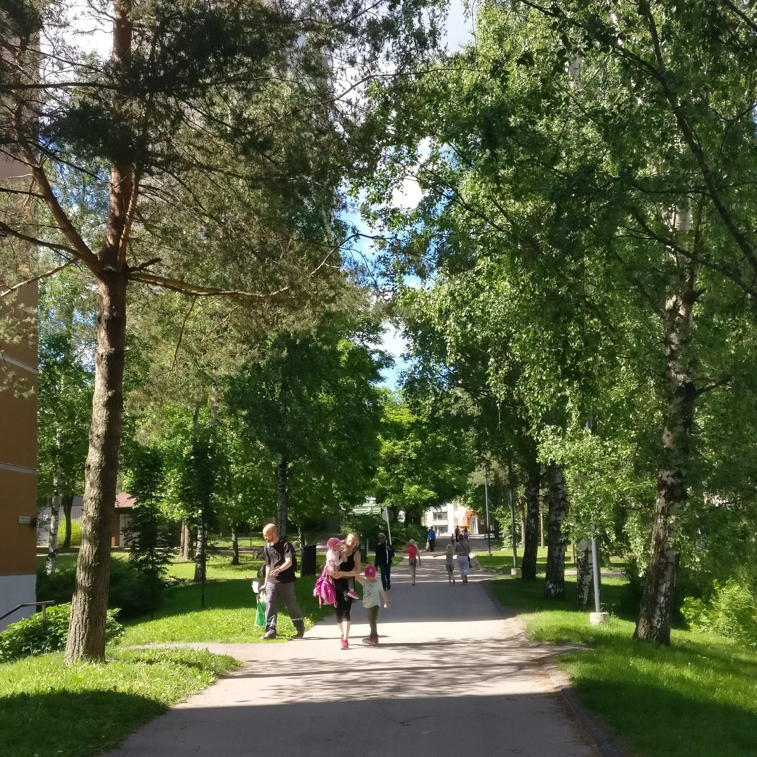 Meidän kaupunginosa - Matinkylä kuuluu niihin suomalaisiin kaupunginosiin, jotka tuntuvat pieniltä kyliltä. Vahva viherverkosto ja meren läheisyys vetoavat yhä uusiin sukupolviin asukkaita, ja historiallisen alueen pohjoisosiin muodostuu tulevina vuosina lisää asumisen mahdollisuuksia.