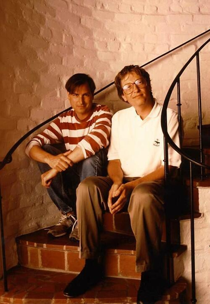 1991 - Even in the midst of the Apple vs Microsoft lawsuit, then former CEO of Apple Steve Jobs and then CEO of Bill Gates met up at Jobs' home discussing the future of computing and posing as best pals.