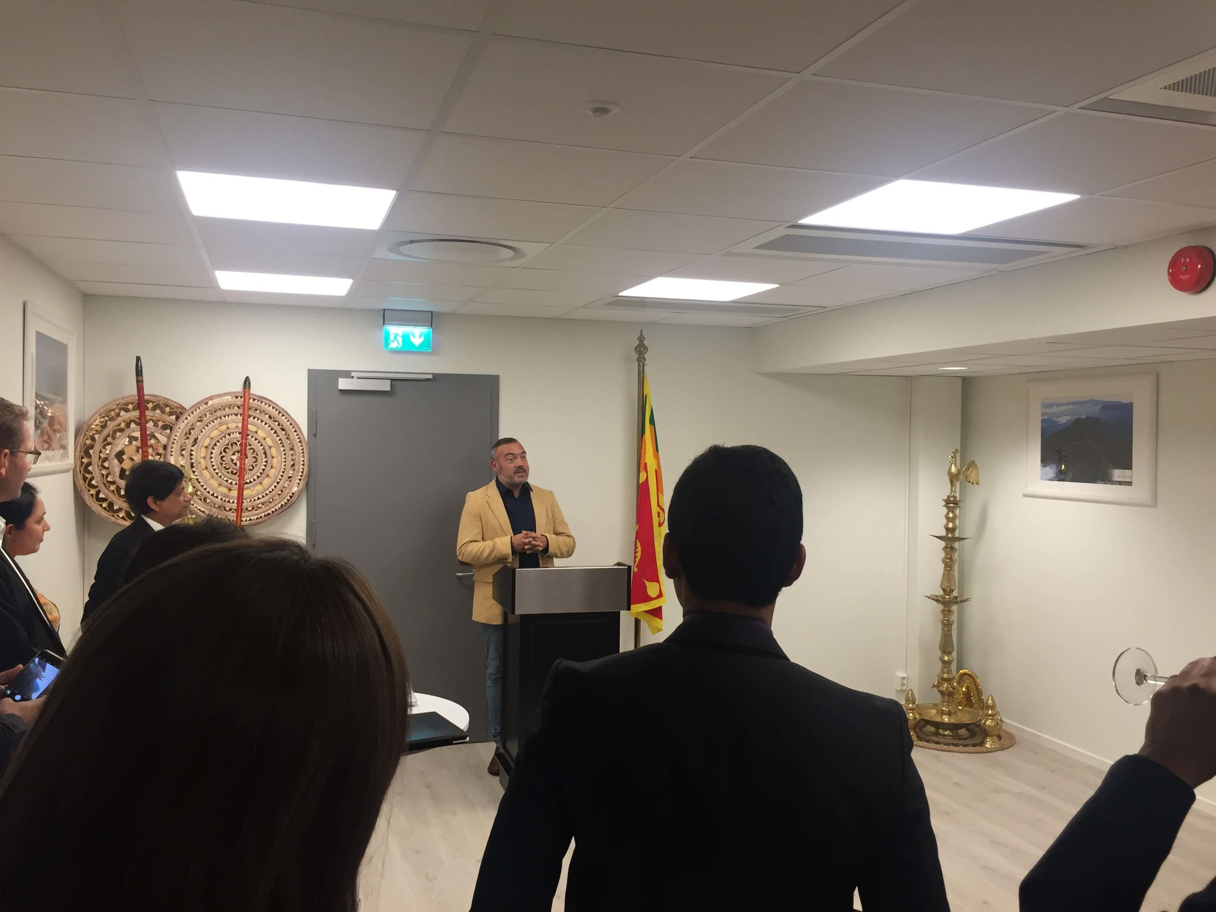 Invited guest at the Embassy of Sri Lanka - 28.09.2017 - Skøyen, Oslo - Tin was cordially invited by the Ambassador of Sri Lanka, Jayantha Palipane, to the meet the Sri Lankan delegate of startups and participants at the Oslo Innovation Week.Other invited guests were TIQRI, ICT Norway, Oslo municipality, officials from Houston, etc. Fredrik Syversen,director of business development at ICT Norway in his mighty fine blazer, holding a speech about something important.