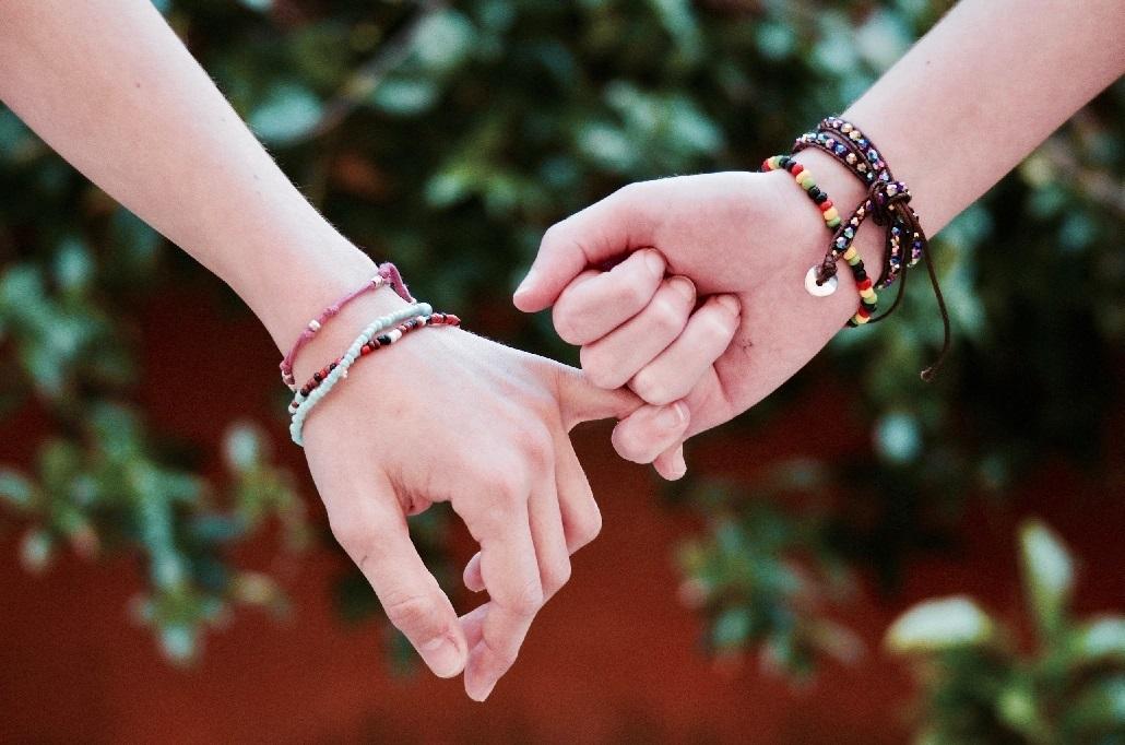 adult-beads-bracelets-371285.jpg