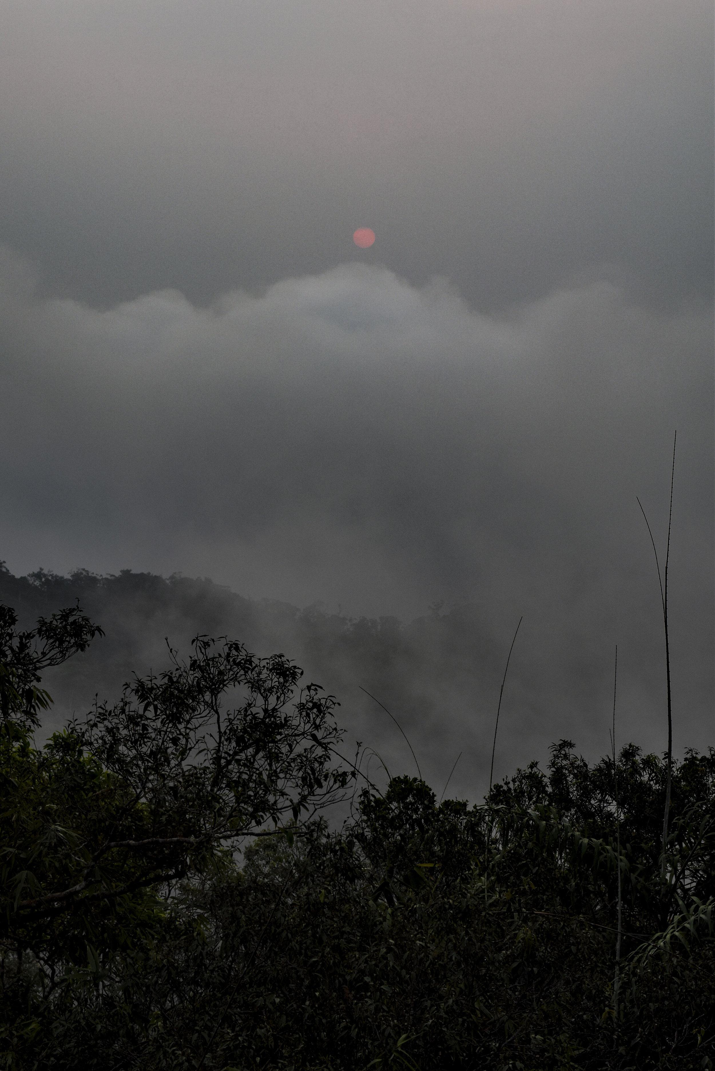 (キッチャクート山の山頂からの朝日)