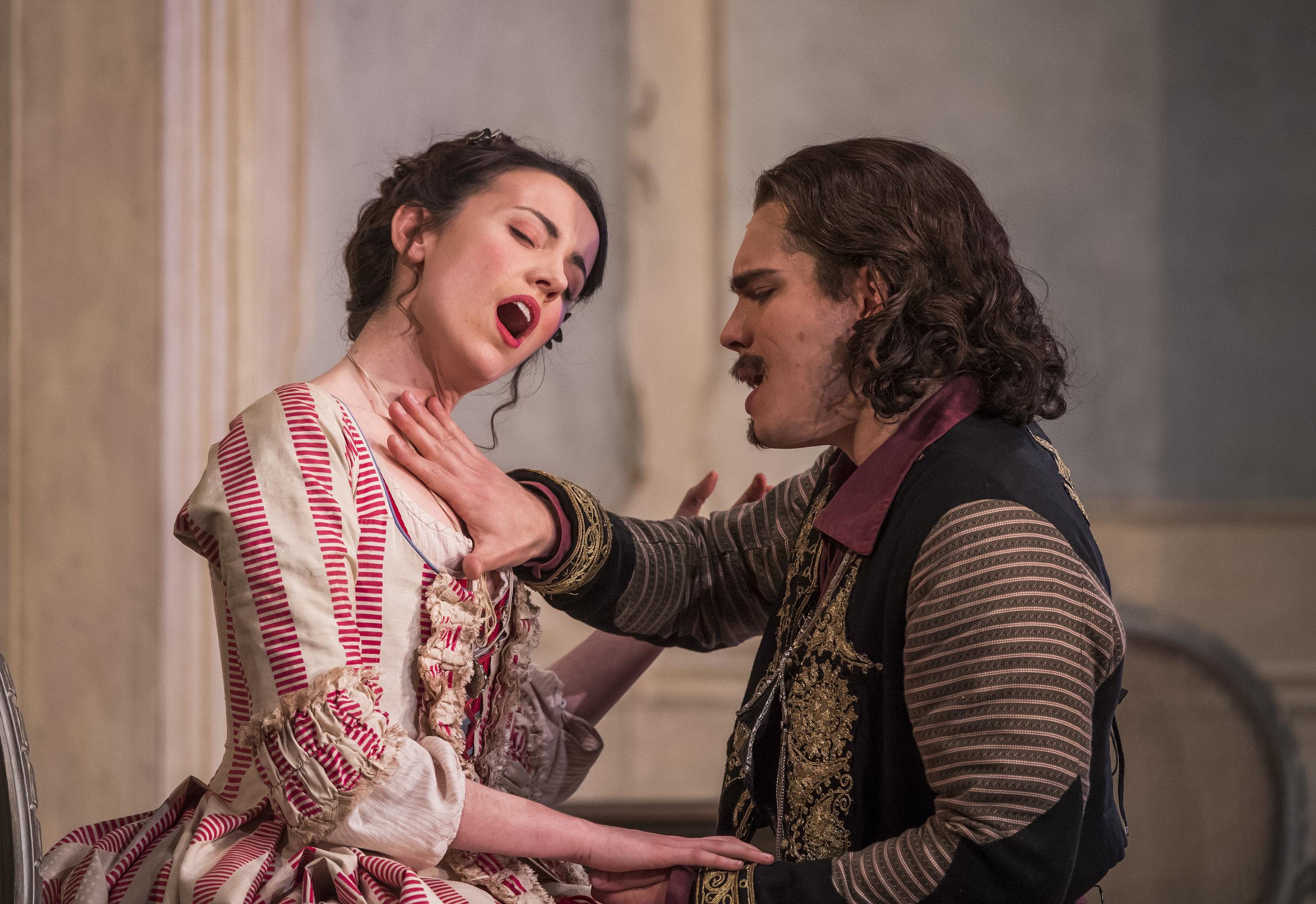 Rachel Kelly (Dorabella), Ilya Kutyukhin (Guglielmo), Cosi Fan Tutte - Glyndebourne on Tour Photo: Tristram Kenton