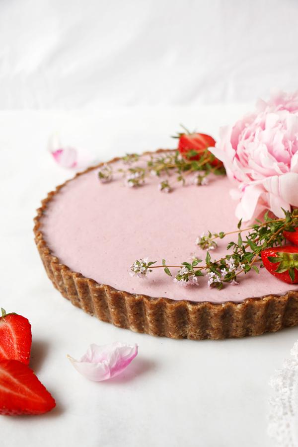 raw-vegan-strawberry-tart-8.jpg