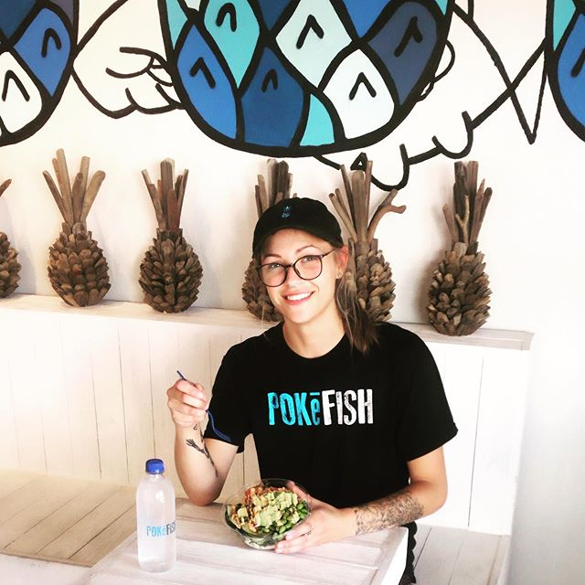 Meet Autumn from Team Pokē Fish!  She 🔪🐟 up! Favorite Bowl is.... KaleCabbageSlaw+Cilantro+SpicySalmon+Edamame+Cucumber+Radish+Jalapeño+Avocado+SpicyMayo+Sriracha +PokēSauce #team #pokefishfam #employeeappreciation