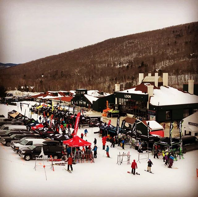 Another Loon Demo in the books! ❄️ Huge shout out to all the New England reps, technicians and shops that came out and made it another awesome event! #loondemo #wetestitsoyoucantrustit  @atomicski @salomonfreeski @elanskis @fischerski @oakleyskiing @smithopticsnewengland @girosnow @rossignol @scottfreeski @dynastarskis @lineskis @volklskis @blizzardskis @sweetprotection @swix_sport