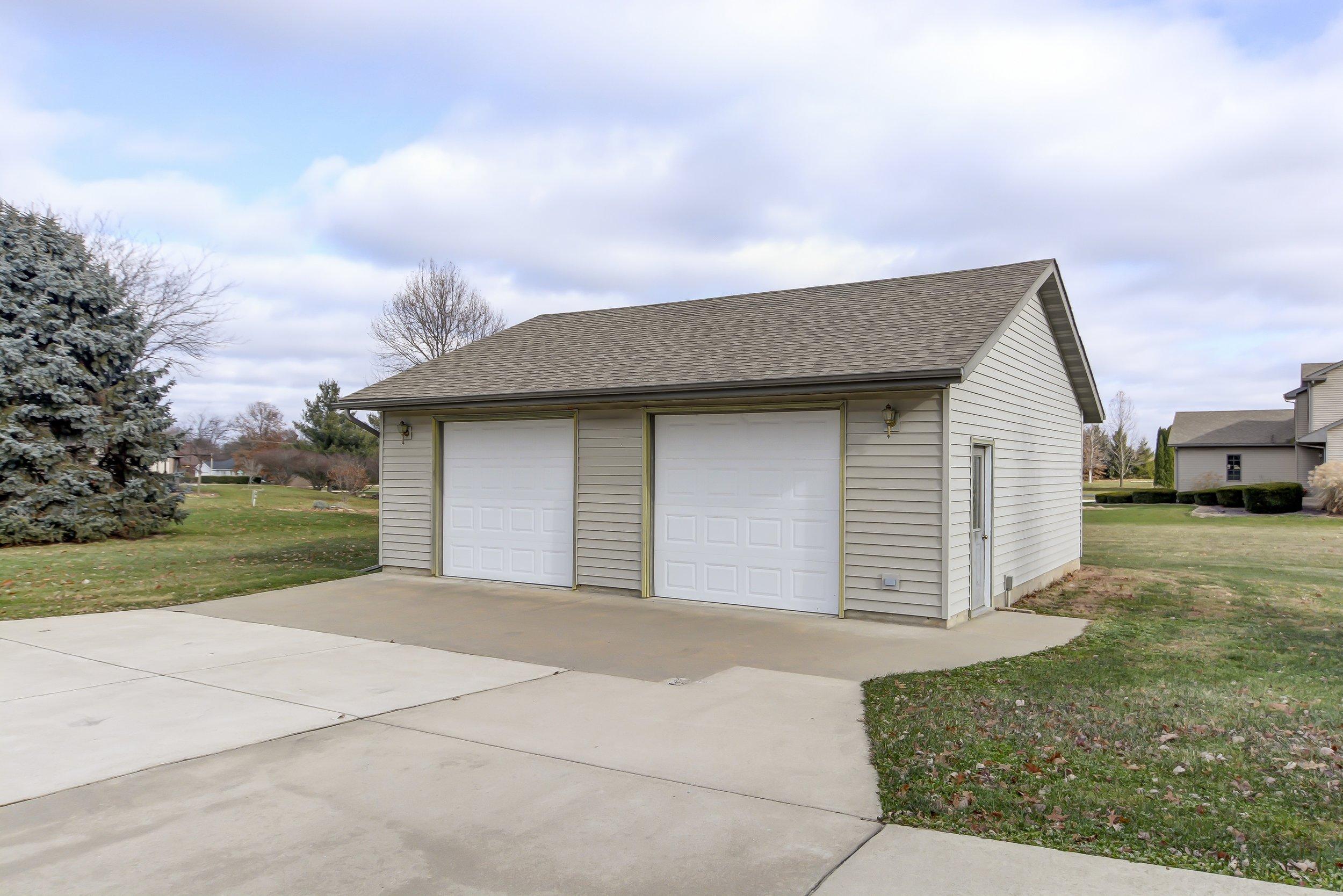 Detached 2.5 car garage