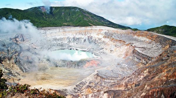 Poás Volcano crater.2014, Rocío Chacón.