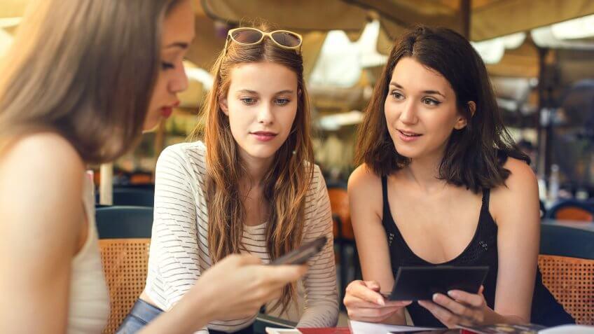 0-Main-friends-Ollyy-shutterstock_293061047-848x477.jpg